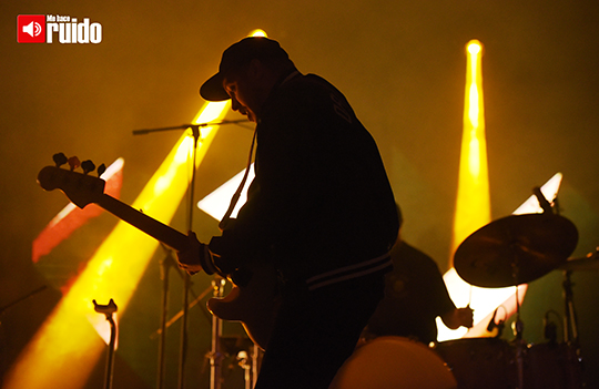 portugal-the-man-central-modelo-3