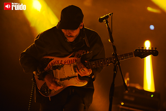 portugal-the-man-central-modelo-4